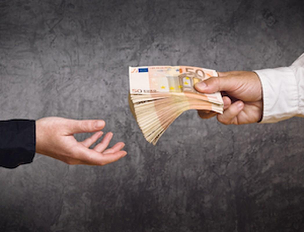 Aandeelhouder moet achterstallig loon werknemer betalen