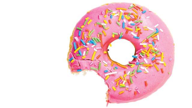 Supermarktmedewerker ontslagen na hap uit donut